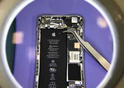zamena-ekrana-na-iphone-mobilnim-telefonima-lokacija
